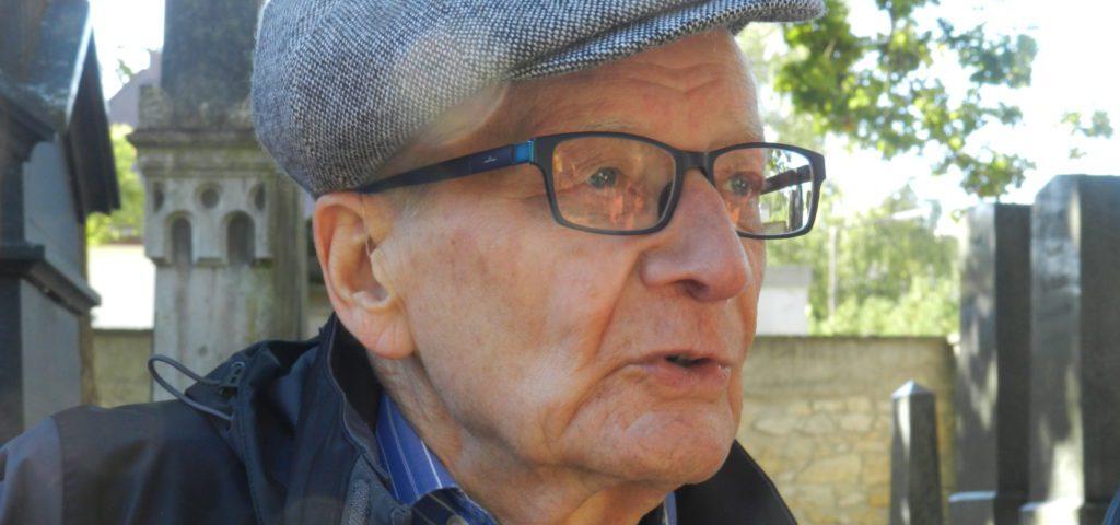Professor Michael Brocke hat sich die wissenschaftliche Dokumentation und Erforschung jüdischer Friedhöfe zur Lebensaufgabe gemacht. Foto: Bierwirth